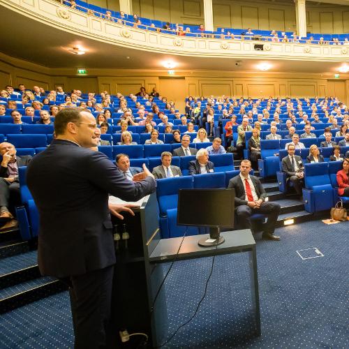Erfolgreicher 1. Therapiegipfel in Berlin – Gesundheitsminister Jens Spahn diskutiert Verbesserungen für und mit Therapeuten